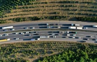 Kocaeli'de 3 tırın karıştığı zincirleme kaza otoyolda trafiği aksattı