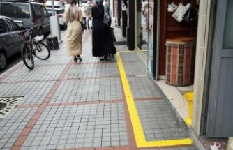 Rize'de işyerleri önlerine 'sarı çizgi' çekildi