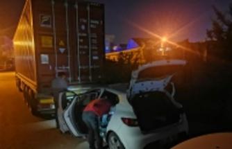 Gebze'de polisten kaçan şüpheliler kullandıkları çalıntı aracı terk edip ortadan uzaklaştı