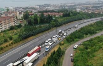 Anadolu Otoyolu'nun Kocaeli kesiminde zincirleme kaza İstanbul yönünde ulaşımı aksattı