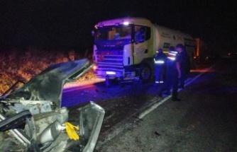 Otomobil ile tankerin çarpışması sonucu 2 kişi öldü