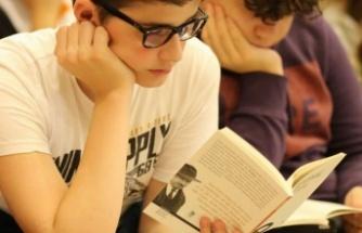 'Boyu kadar kitap' okuyacak