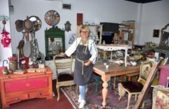 Emekliliğinde öğrendiği ahşap boyama sanatıyla eski eşyaları
