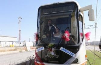 Vatman çiftin düğün aracı da tramvay oldu