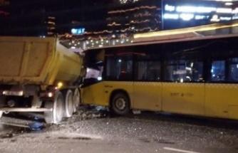 Hafriyat kamyonu ile İETT otobüsü çarpıştı