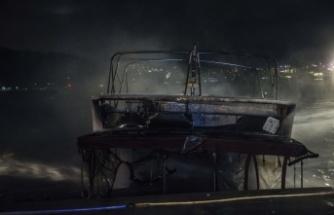 İstanbul'da içinde yangın çıkan tekne söndürme çalışmaları sırasında battı