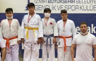 Manisalı judocular takım halinde birinci oldu
