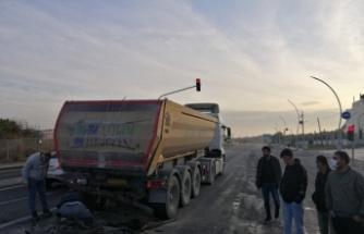 Kamyona çarpan hafif ticari aracın sürücüsü öldü