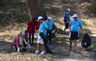 Öğrenciler ''Dünya Temizlik Günü'' kapsamında ormanlık alanları temizledi