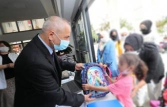 Zinnur Büyükgöz'den Çocuklara Okul Hediyesi