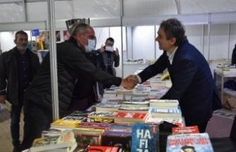 Kitap Fuarı binlerce kitapseveri ağırladı