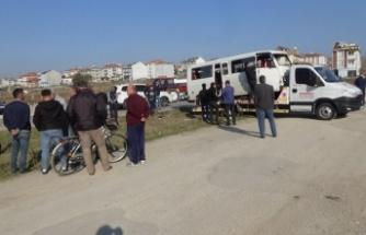 İki minibüsün çarpışması sonucu 13 kişi yaralandı