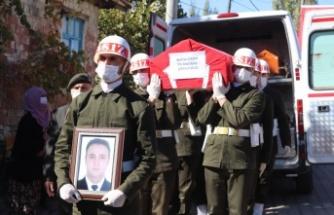 Gölcük'te geçirdiği kalp krizi sonucu vefat eden Deniz Astsubay Burhan Çakır, Balıkesir'de defnedildi