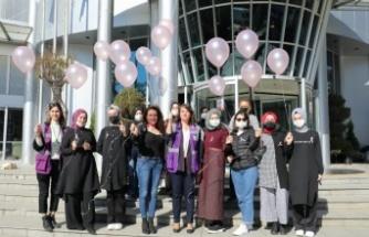İzmit Belediyesi, meme kanseri için pembe balon uçurdu