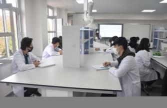Gebzei'deki meslek lisesinden, mezunlarına kimya sektöründe iş garantisi