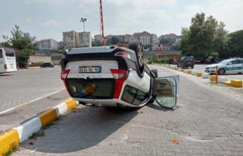 Gölcük'de iki otomobil çarpıştı: 4 yaralı