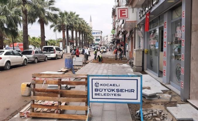 Karamürsel'de altyapı sonrası kaldırımlara revize