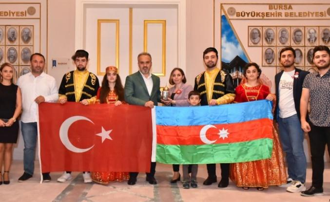 Azerbaycanlı öğrenciler Karabağ toprağına Bursa'da kavuştu