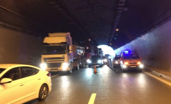 Kocaeli'de 5 otomobilin karıştığı zincirleme kazada 5 kişi yaralandı