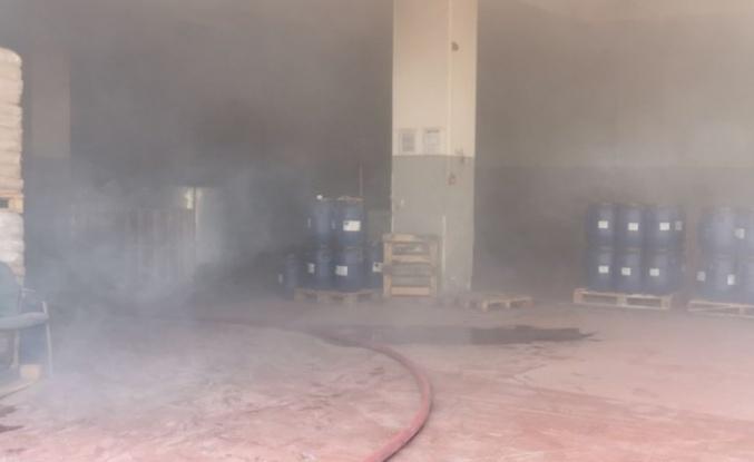 Çayırova'da çıkan yangında kimya fabrikasının deposundaki ürünler hasar gördü