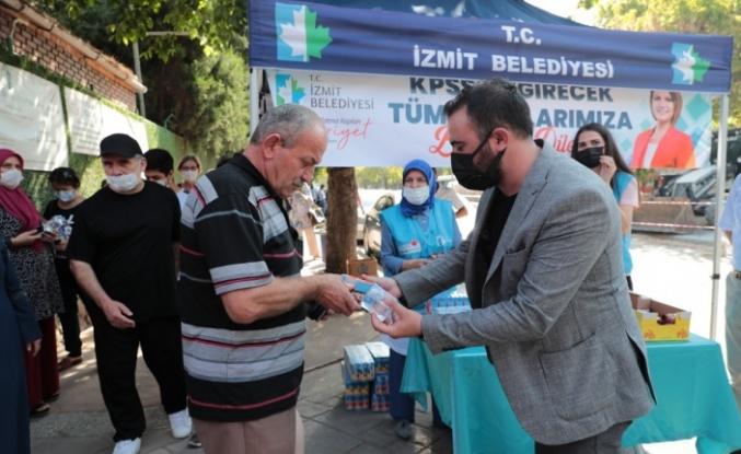 İzmit Belediyesi KPSS'de adayların yanında