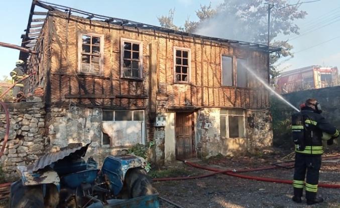 Gölcük'te yangın çıkan ev kullanılamaz hale geldi