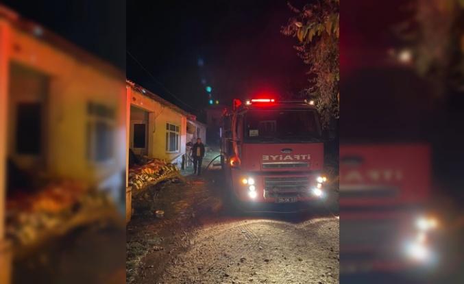 Salça hazırlamak için yakılan ateş iki evin yanmasına neden oldu