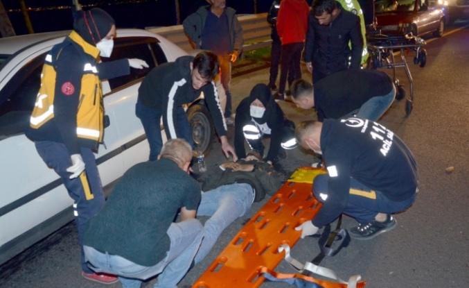 Karamürsel'de otomobilin bariyere çarptığı kazada 2 kişi yaralandı