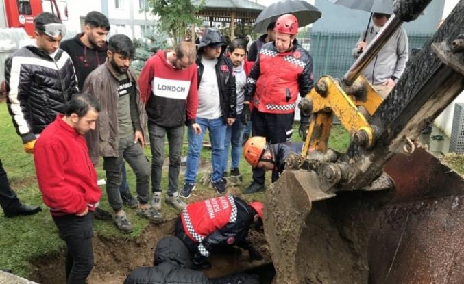 Sakarya'da havalandırma boşluğunda sıkışan işçi kurtarıldı