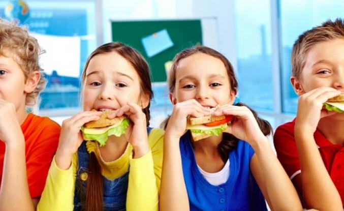 """Uzmanından """"çocukların beslenme çantasına paketli ve hazır gıda koymayın"""" uyarısı"""